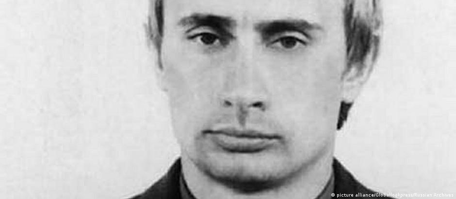 Putin em seus tempos de agente da KGB, nos anos 1980