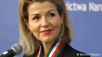 Anne-Sophie Mutter stands in front of a microphone