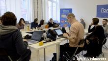Волонтеры Голоса за работой в штабе в Москве 18 марта 2018 года