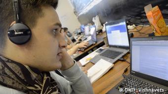 Александр Герасёв принимает звонки на горячую линию