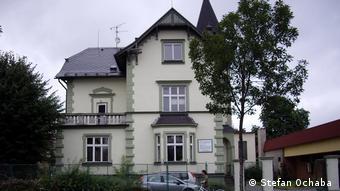 To σπίτι και το εργοστάσιο (στην πίσω πλευρά) του Έριχ Όχαμπα στο σημερινό Κρνοβ της Τσεχίας