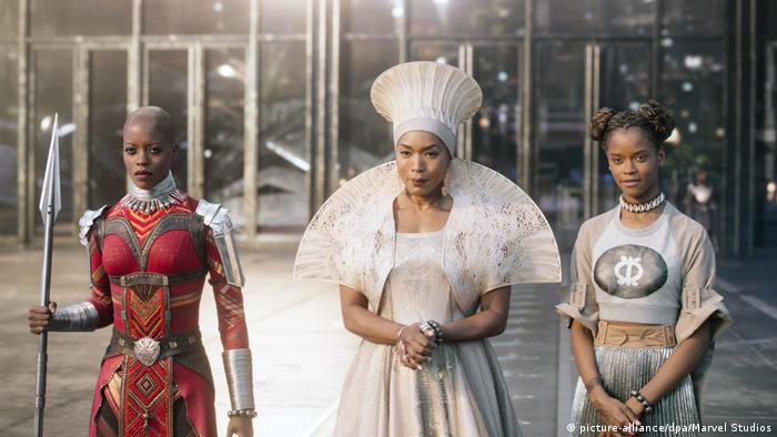 Florence Kasumba, Angela Bassett and Letitia Wright in Black Panther (picture-alliance/dpa/Marvel Studios)