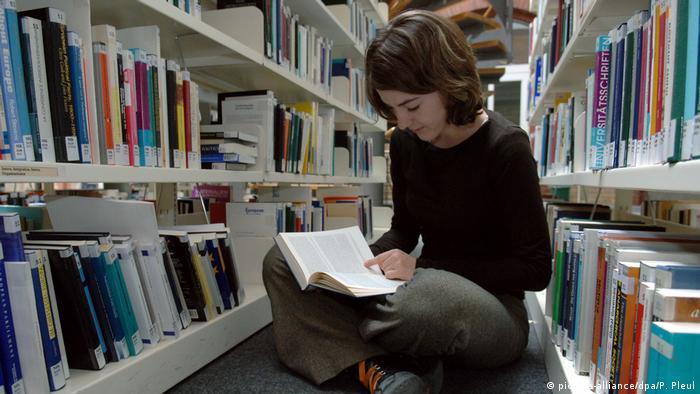 Studenten an der Europa-Universität Viadrina (picture-alliance/dpa/P. Pleul)