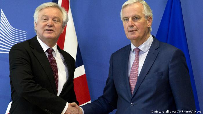 EU chief Brexit negotiator Michel Barnier (R) with British Secretary of State for Exiting the EU, David Davis, shaking hands following their talks