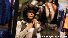 Maryam Ahmed Al-Moalem lernt Motorrad fahren in Saudi Arabien (Reuters/H. I Mohammed)