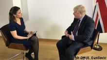 Zhanna Nemtsova speaking with Boris Johnson (DW/E. Danilovic)