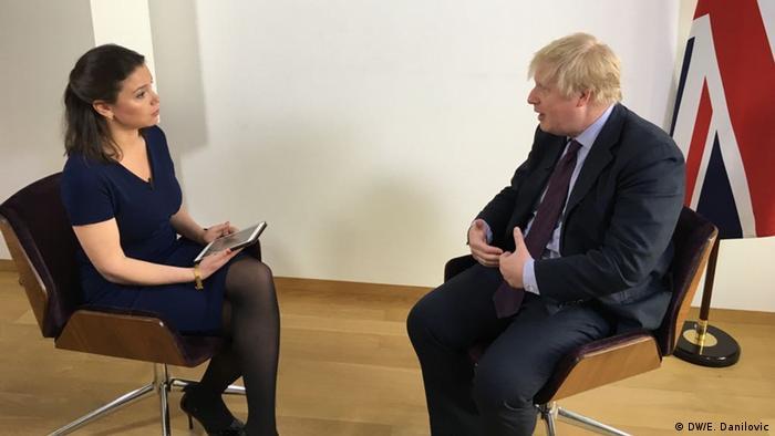 Борис Джонсон дает интервью Жанне Немцовой