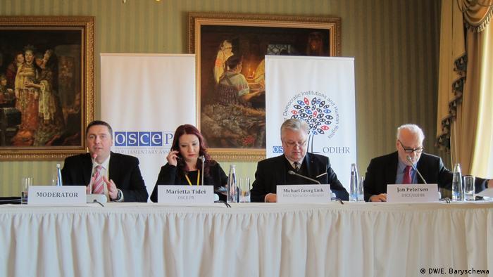 Представители ОБСЕ рассказывают журналистам о работе своих наблюдателей на выборах в РФ