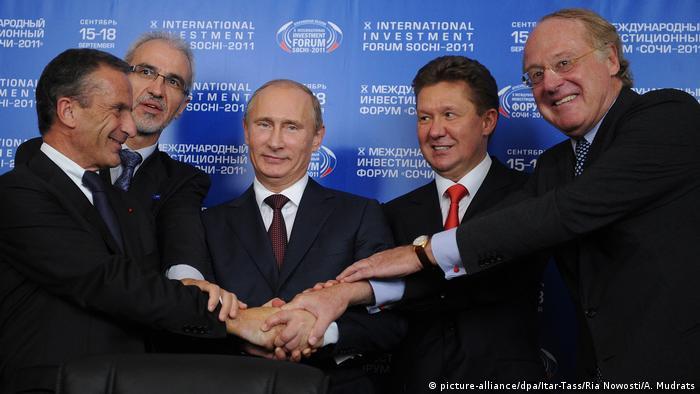 Владимир Путин при подписании соглашения о Южном потоке 16 сентября 2011 года