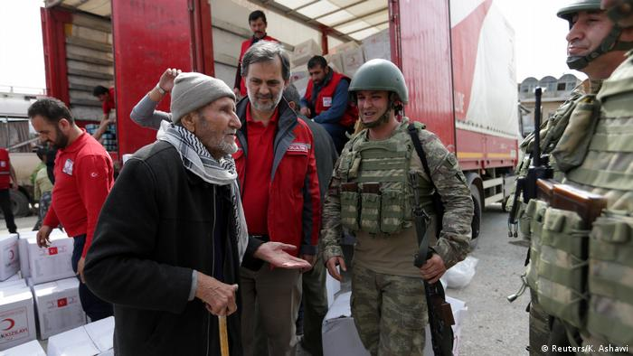 گفتوگوی پیرمرد کرد با سربازان ترکیه در عفرین