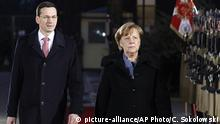 Polish Prime Minister Mateusz Morawiecki (L) and German Chancellor Angela Merkel (R) in Warsaw (picture-alliance/AP Photo/C. Sokolowski)