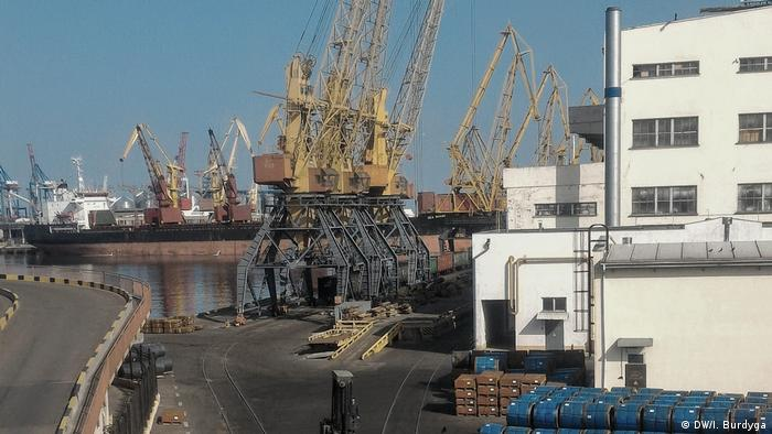 Експерти кажуть, що в українських портах селітра зазвичай зберігається недовго