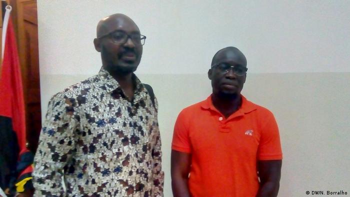 Jornalistas angolanos Rafael Marques (esq.) e Mariano Brás