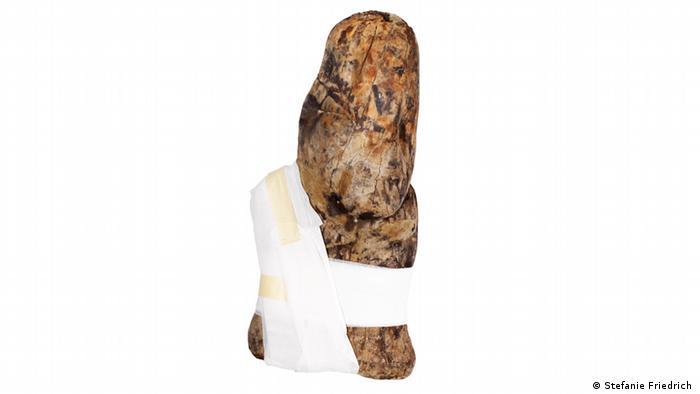 Estatuilla de madera de unos 3 mil años de antigüedad.