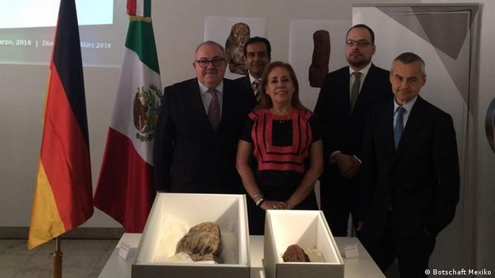 Ceremonia de devolución de las reliquias olmecas.