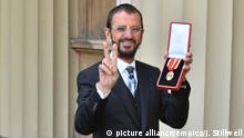 Ritterschlag von Ringo Starr in Buckingham Palace London