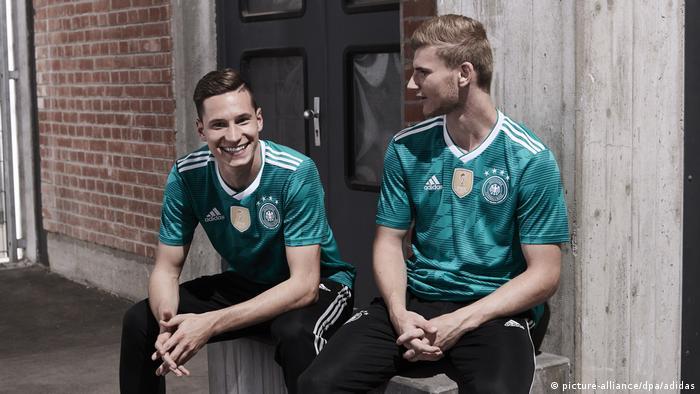 Nationalmannschaft - Auswärtstrikot (picture-alliance/dpa/adidas)