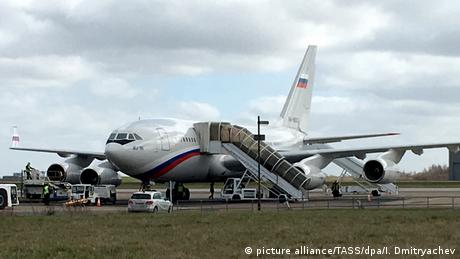 A plane in London that was to return Russian diplomats (picture alliance/TASS/dpa/I. Dmitryachev)