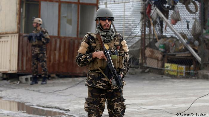 Afghanistan Soldat in Kabul Archivbild (Reuters/O. Sobhani)