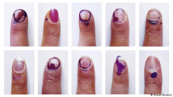Portraits of ink-flecked fingers (Osman Bozkurt)