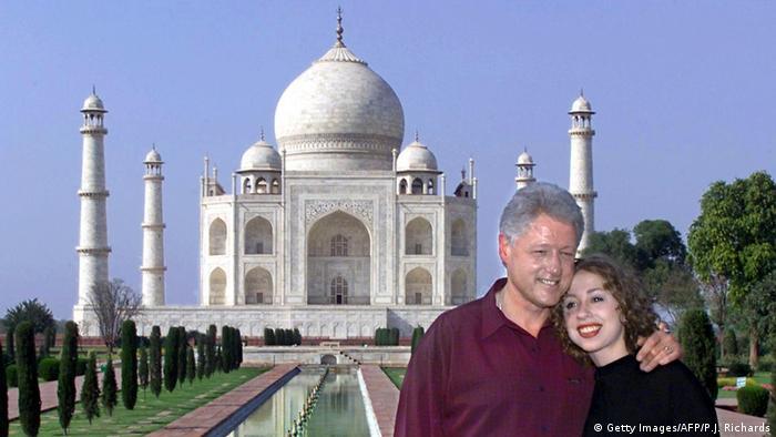 Indien Prominente am Taj Mahal Bill Clinton und Chelsea (Getty Images/AFP/P.J. Richards)