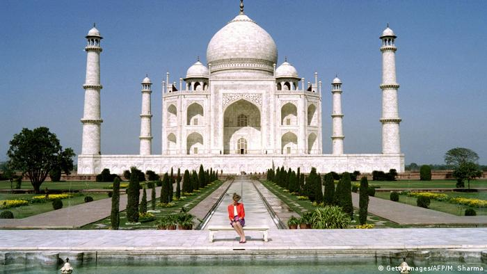 Prinzessin Diana 1992 am Taj Mahal in Indien (Getty Images/AFP/M. Sharma)