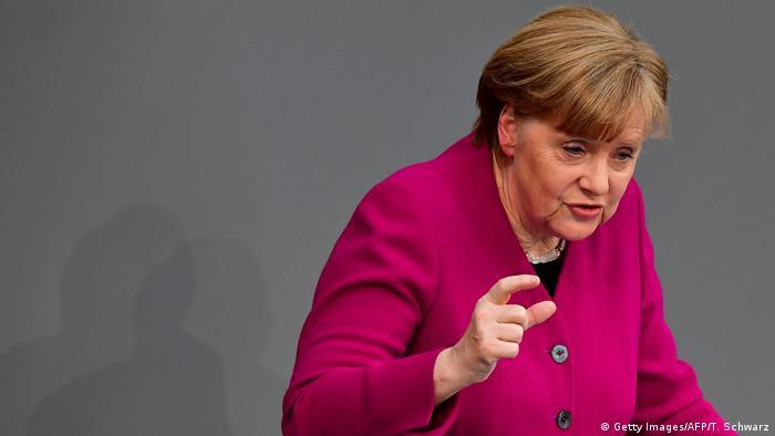 Bundestag - Angela Merkel gibt Regierungserklärung ab (Getty Images/AFP/T. Schwarz)