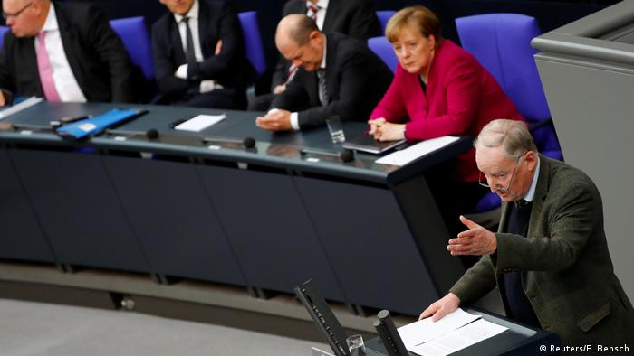 Alexander Gauland und Angela Merkel im Bundestag (21.03.2018) (Reuters/F. Bensch)