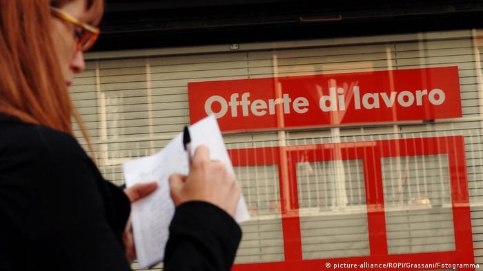 Oficina de Empleo en Milán.