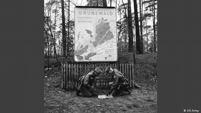 Two soldiers during a training exercise in Grunewald. (US Army )