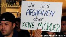 Deutschland Freiburg - Afghane nimmt Teil am Gedenken der ermordeten Maria Ladenburger