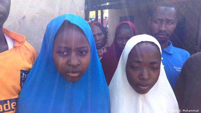 Dos niñas raptadas por el grupo islamista Boko Haram. Imagen del 21 de marzo de 2018