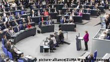 Bundestag - Angela Merkel gibt Regierungserklärung ab: Plenum (picture-alliance/ZUMA Wire/O. Messinger)