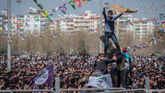 Newroz festival in Diyarbakir (DW/D. Cupolo)