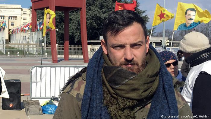 Deniz Naki in a hunger strike in Geneva against Turkey's Afrin offensive (picture-alliance/dpa/C. Oelrich)