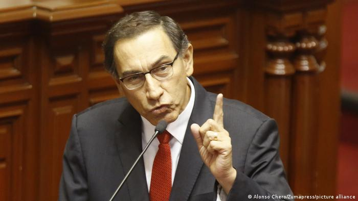 PERU: Vicepresidente Martín Vizcarra anuncia que asumirá presidencia