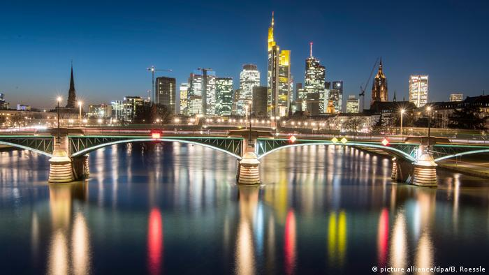 Deutschland - Frankfurt am Main - Skyline (picture alliance/dpa/B. Roessle)