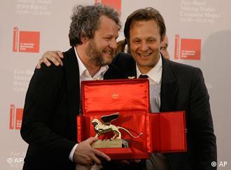 Germany's Tobias Rehberger posing with Venice Biennale curator Daniel Birnbaum after receiving the Golden Lion award for best artist