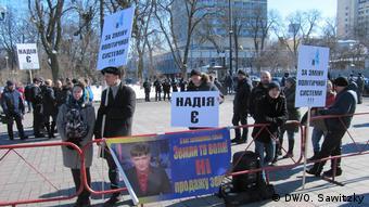 Прихильники Савченко прийшли під стіни парламенту