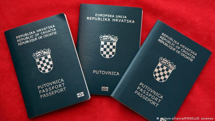 Croatian passports (picture-alliance/PIXSELL/D. Jaramaz)
