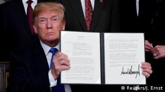 Дональд Трамп вводит пошлины на товары из Китая