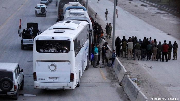 Syrien Abzug Rebellengruppen aus Ghuta (Reuters/O. Sanadiki)