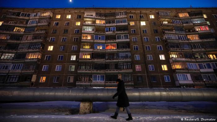 Kasachstan Aqsu, boomende Stadt der Metallarbeiter | Wohnkomplex (Reuters/S. Zhumatov)