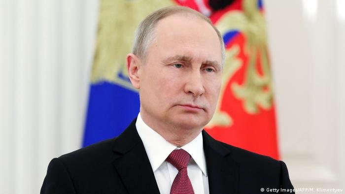 Russland Putin bei TV-Rede (Getty Images/AFP/M. Klimentyev)