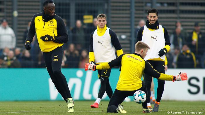 Usain Bolt trainiert zusammen mit Borussia Dortmund (Reuters/T. Schmuelgen)