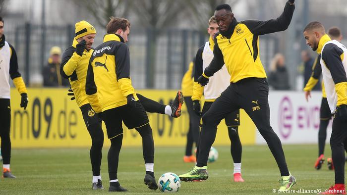 Usain Bolt trainiert zusammen mit Borussia Dortmund (picture-alliance/G. Kirchner)