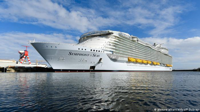 Symphony of the Seas Schiff (picture-alliance/dpa/F.Dubray)