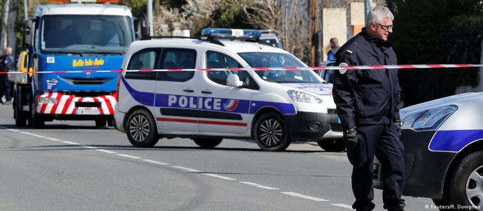 Polícia isola local do atentado em Trèbes