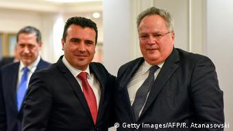 Nikos Kotzias (desno) i predsjednik makedonske vlade Zoran Zaev