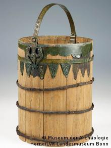 Средневековое ведро с металлической обшивкой